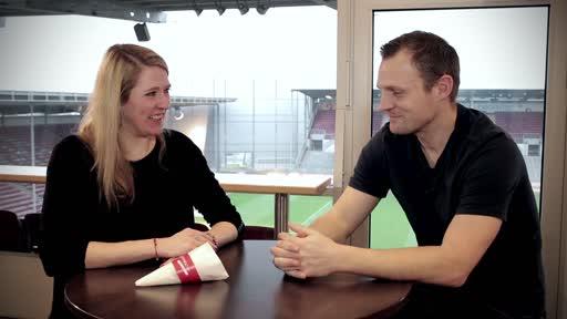 Wortpiratin rot-weiß: Mara Pfeiffer trifft U19-Trainer Bo Svensson