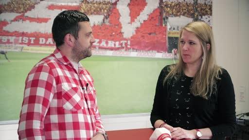 Wortpiratin rot-weiß: Mara Pfeiffer trifft Sebastian Schneider von den Supporters Mainz