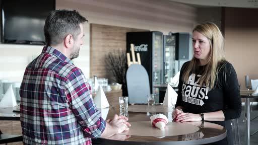 Wortpiratin rot-weiß: Mara Pfeiffer trifft Dirk Martin