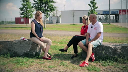 """Wortpiratin rot-weiß: Mara Pfeiffer trifft Maria Hauf-Nauth und Alex Ruff von der AG """"Fanservice"""""""