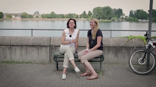 Wortpiratin rot-weiß: Mara trifft Alexandra Eisen