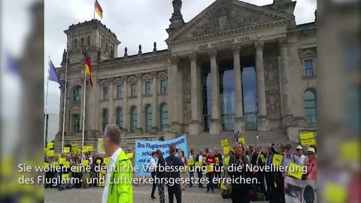 Demo gegen Fluglärm in Berlin